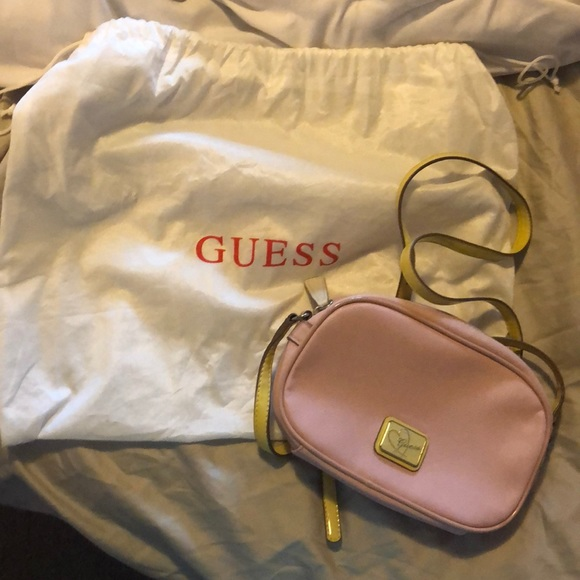 Great condition authentic Guess crossbody!
